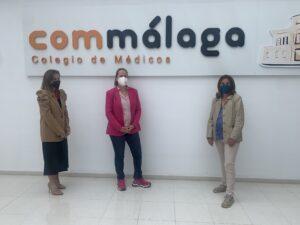 Las remeras de Málaga Dragon Boat visitan el Colegio de Médicos de Málaga